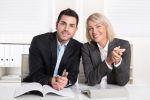 Frau und Mann am Schreibtisch; Fotolia