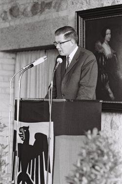 Innenminister Ernst Benda hält Rede zur Eröffnung der Bundesakademie für öffentliche Verwaltung auf der Godesburg. Foto: Bundesregierung/ Detlef Gräfingholtt