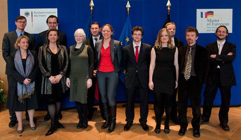 Absolventinnen und Absolventen mit der Staatssekretärin im Bundesministerium des Innern, Rogall-Grothe